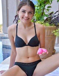 Teen bikini nude Kate Hudson